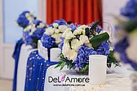 Оформление зала в синем цвете с золотыми элементами