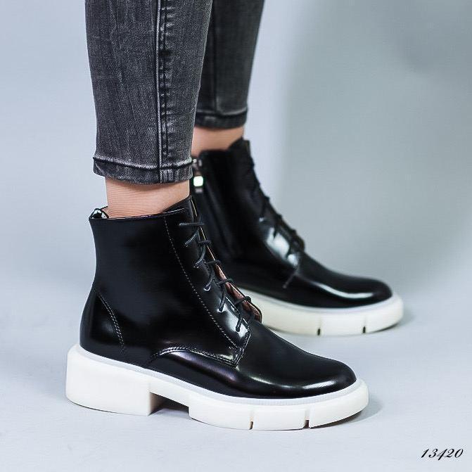 Женские лаковые ботинки чёрные