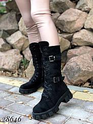 Ботинки высокие зимние на тракторной подошве и шнурках,сбоку молния Внутри мех 36 размеры