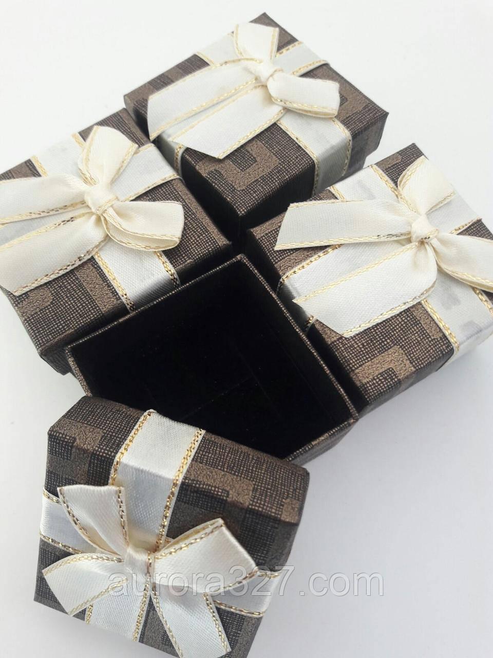 """Коробочка подарочная картонная """"Геометрия с бантом"""" Коричневый 5х5х3,5см"""