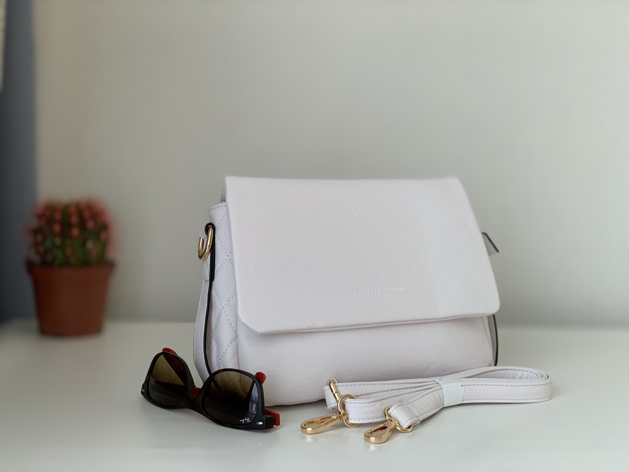 Белая женская сумка молодежная повседневная на плечо Pretty Woman