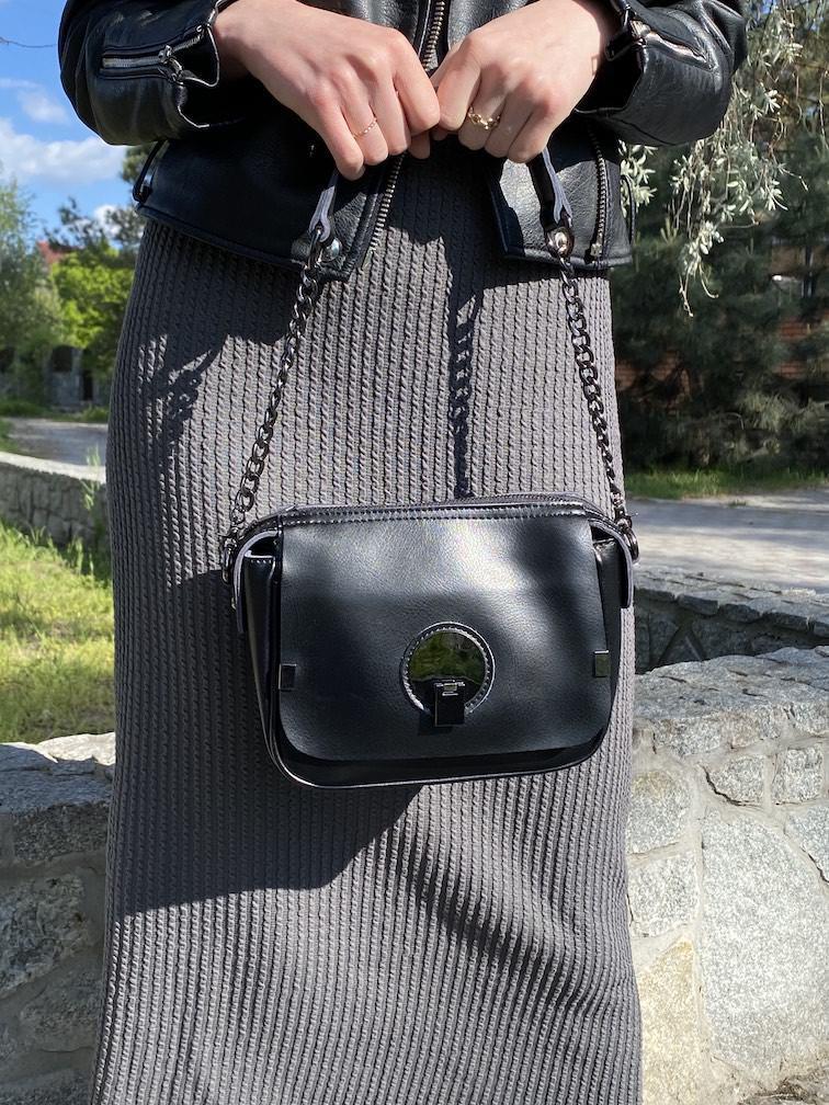 Черная компактная кожаная сумочка