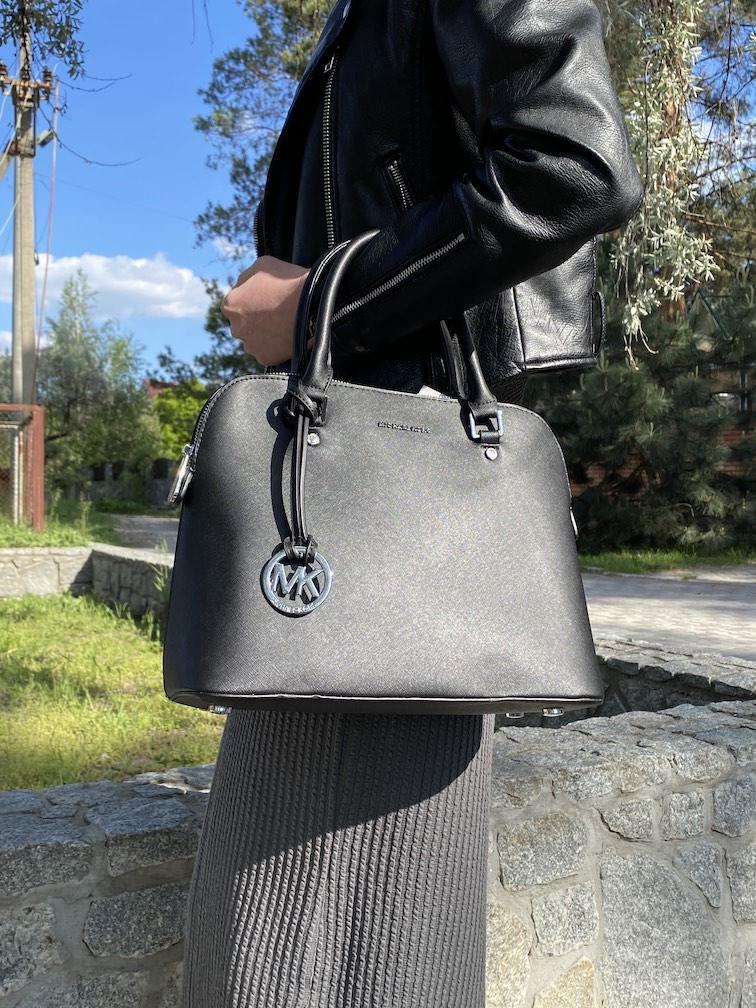 Женская черная классическая сумка городская на длинном ремешке