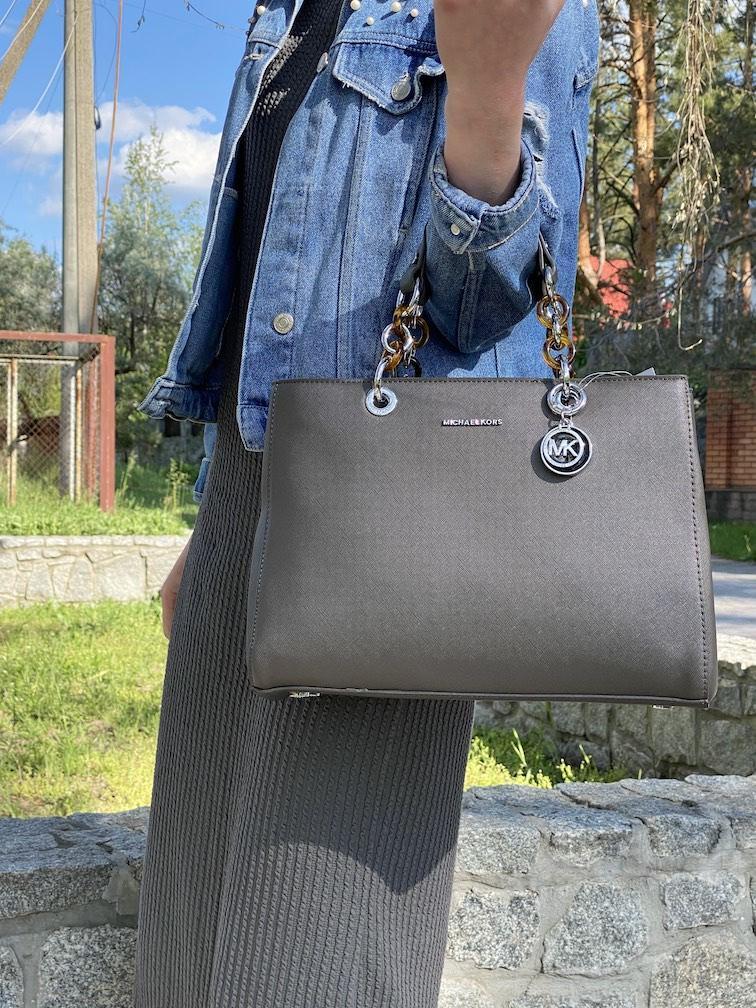 Сіра міська сумка жіноча класична наплічна матова