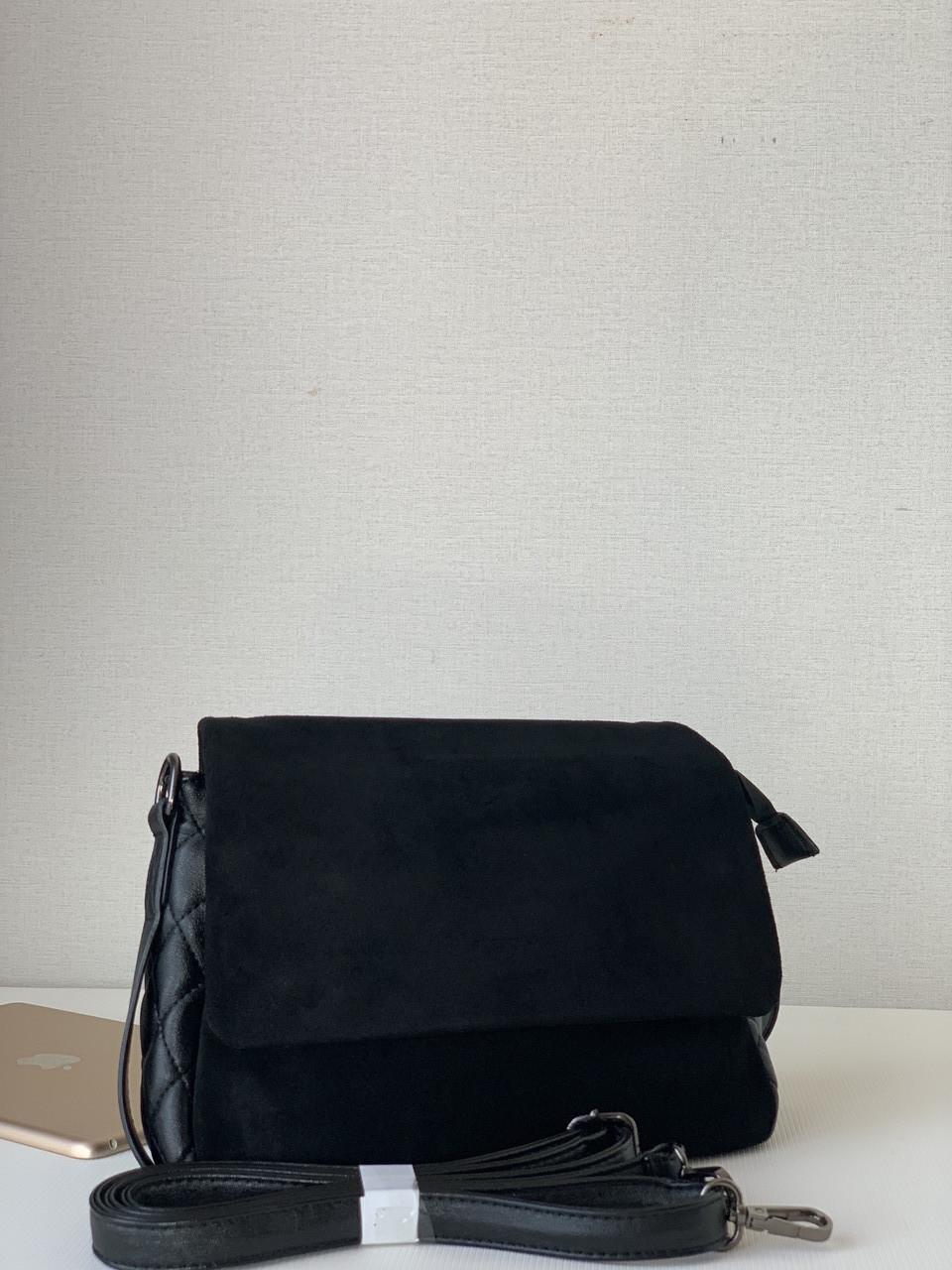 Женская черная замшевая кроссбоди-сумка классическая небольшая с плечевым ремнем Pretty Woman