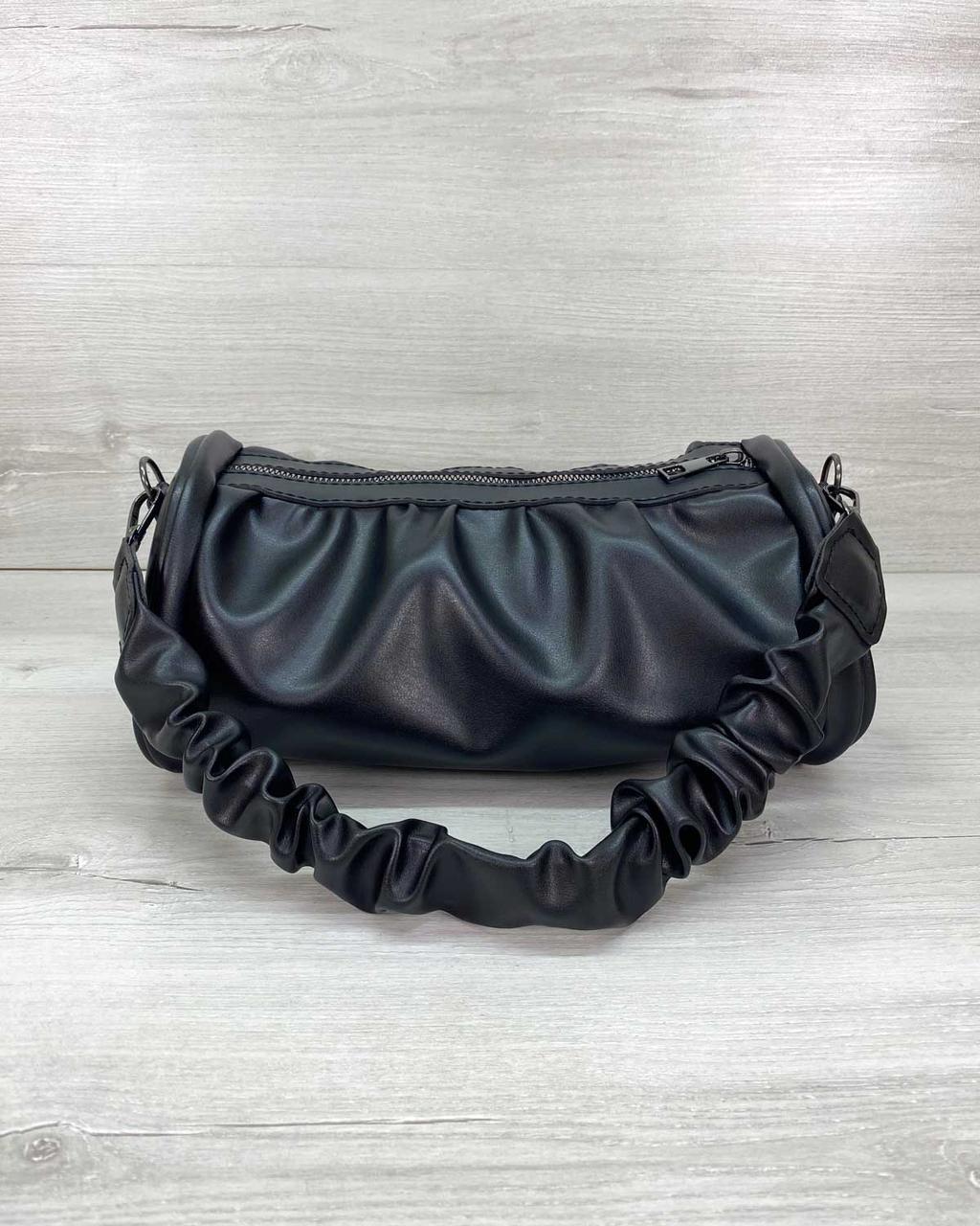 Чорна м'яка жіноча сумочка на довгому ремінці компактна