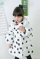 Пальто для дівчинки синтепонову (98,134)р Китай біле чорне сердечко 1725