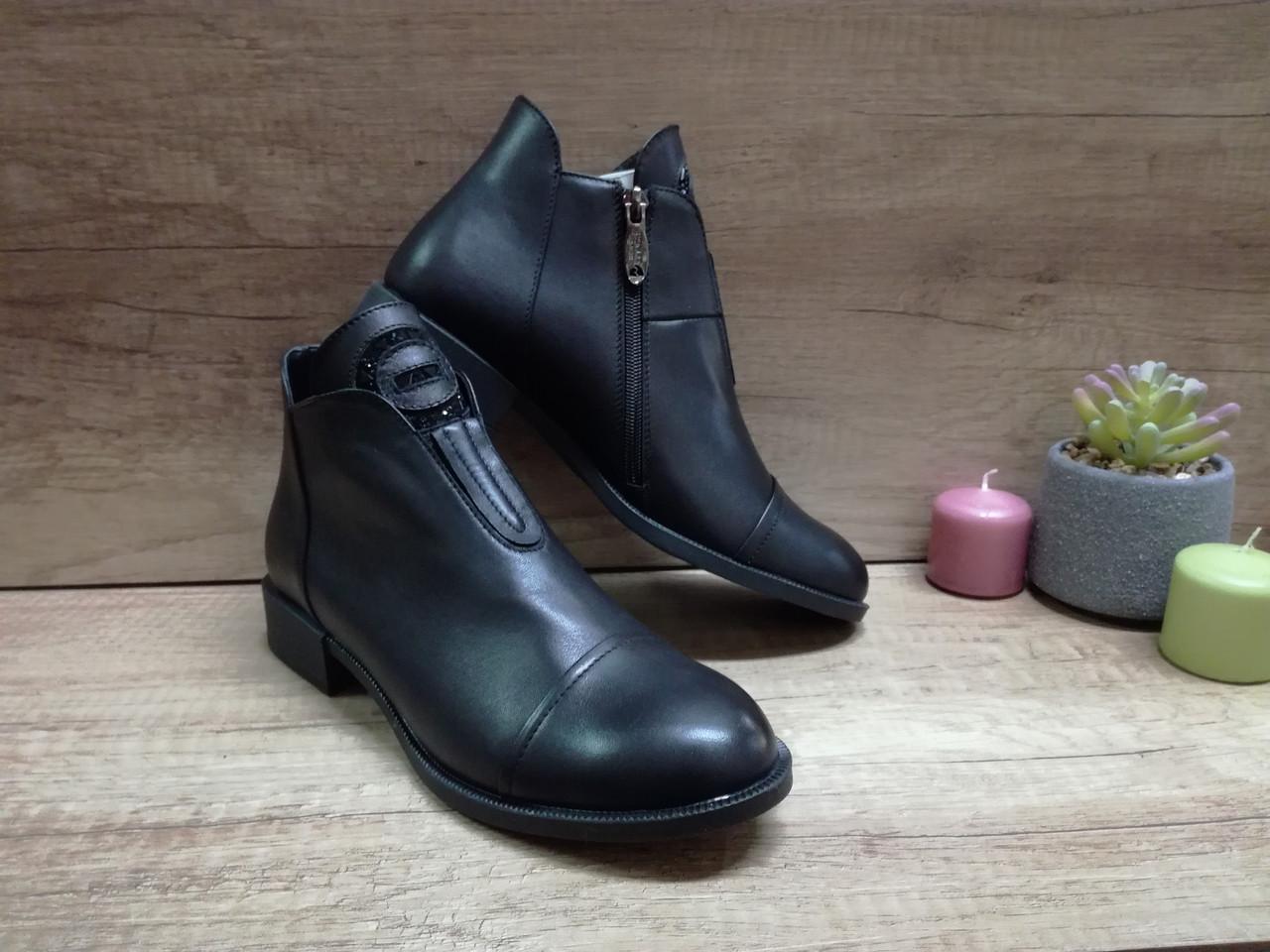 Демисезонные  ботинки из натуральной кожи Romax