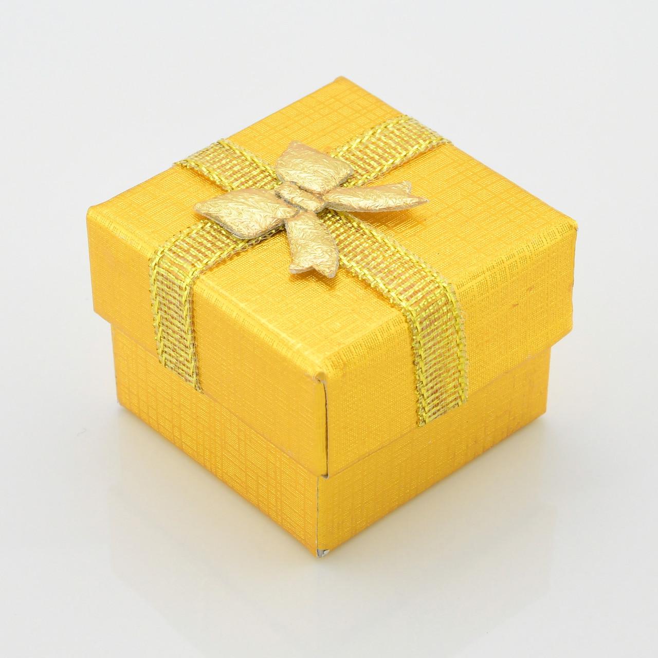 Коробочка золотая для кольца серег 740170 размер 5х5 см