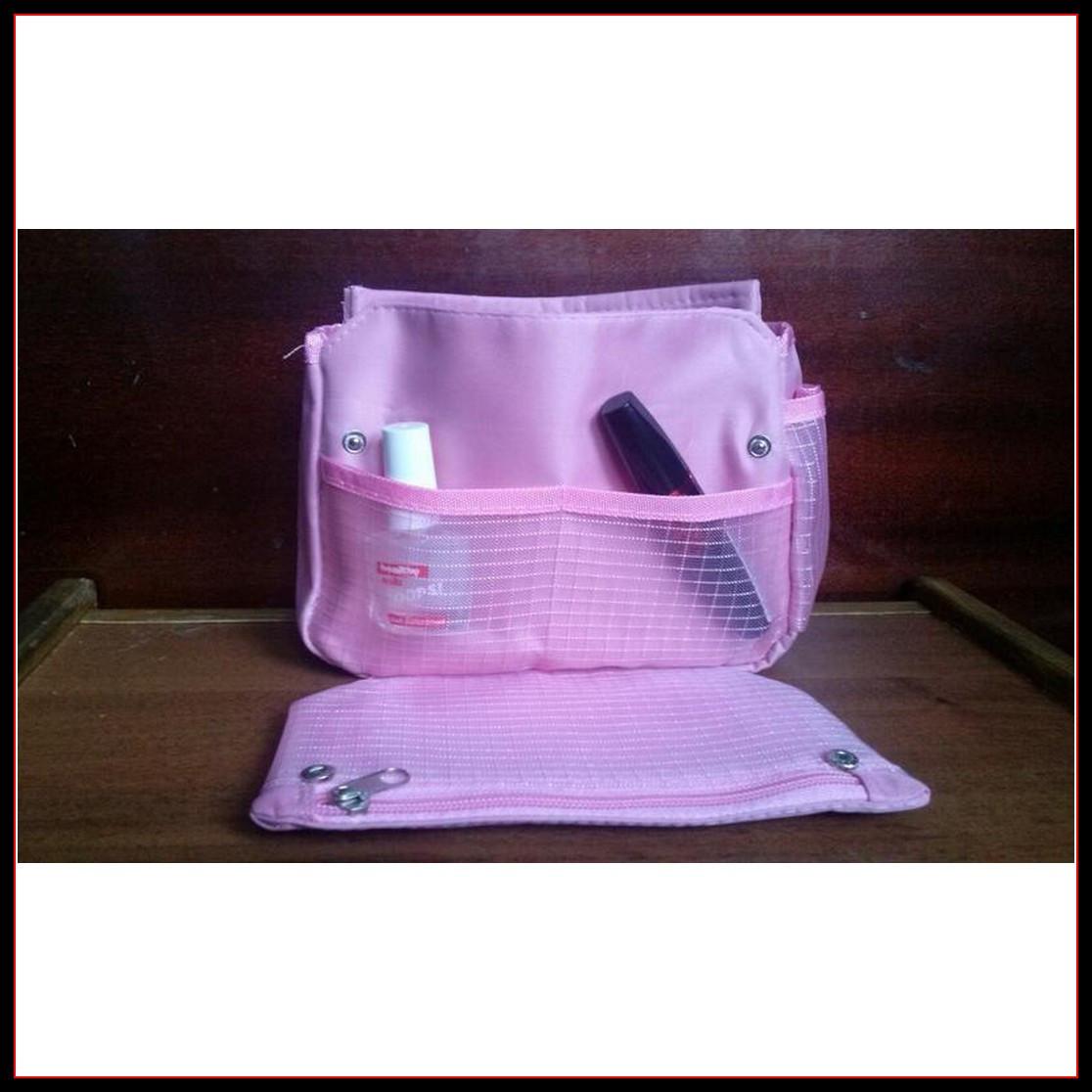 Вместительная розовая косметичка