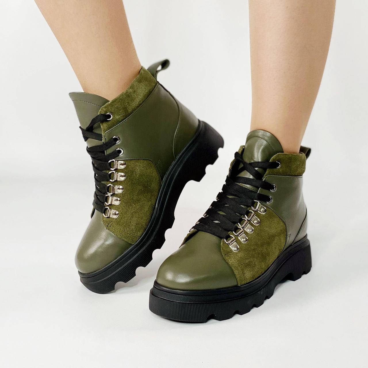 Ботинки женские кожаные оливковые на толстой подошве с замшевыми вставками MORENTO зимние
