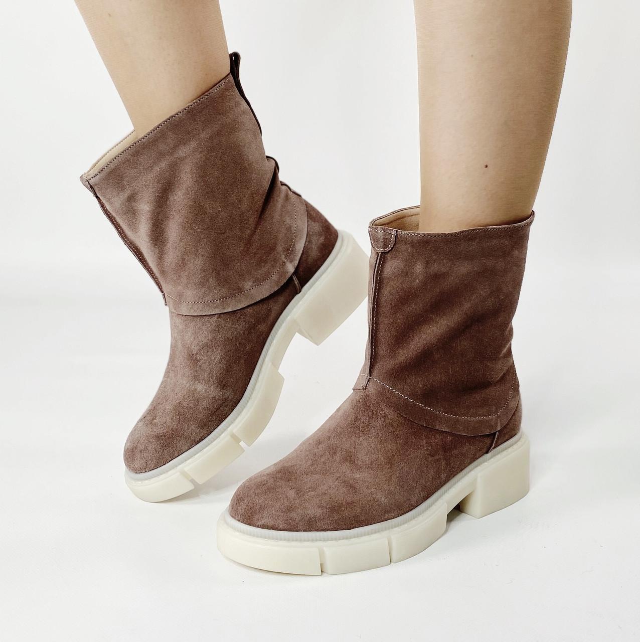 Ботинки стильные женские замшевые цвета кофе без застежки MORENTO зимние