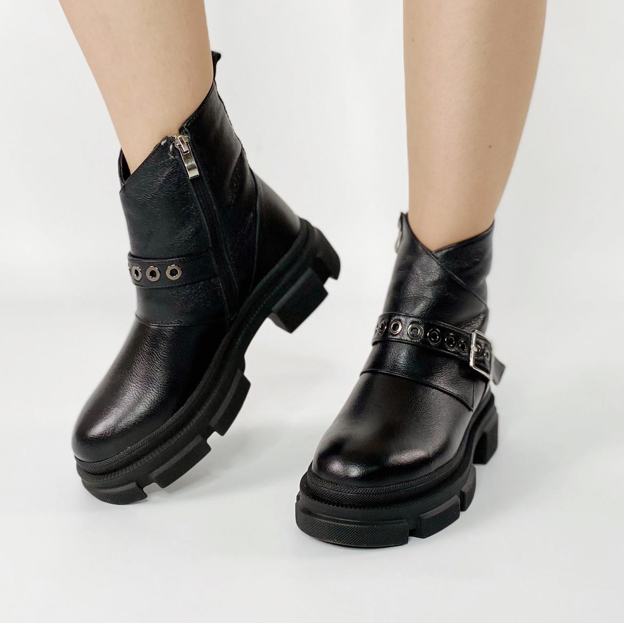 Ботинки женские кожаные черные с ярким ремешком MORENTO зимние