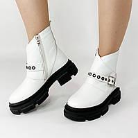 Ботинки женские кожаные белые с ярким ремешком MORENTO зимние