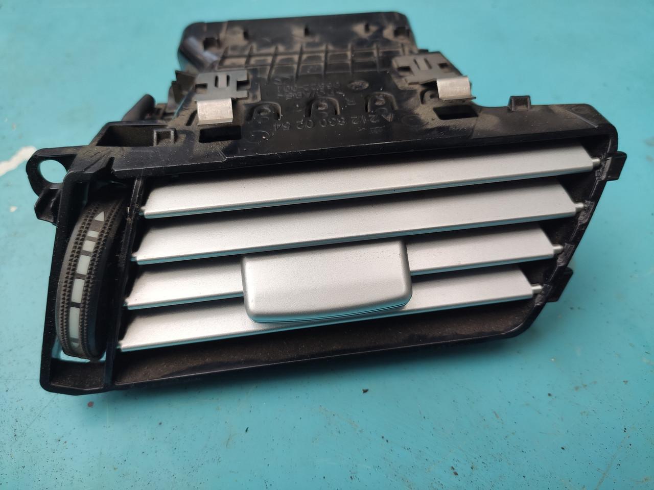 Дефлектор вентиляції правий mercedes мерседес 212 w212 a2128300254 2128300254