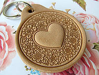 Шкіряний Брелок Серце в кольорах брелок для ключів!, фото 1