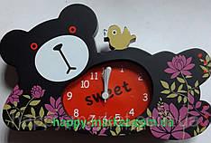 Часы-будильник №7184 Лежащий мишка с птичкой