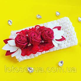 Детская повязка на голову (с красными розами из глиттерного фоамирана)
