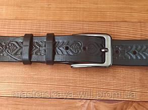 Кожаный ремень ручной работы с тиснением (черного цвета)