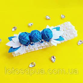 Детская повязка на голову  (с голубыми розами из глиттерного фоамирана)