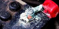 Звідки береться окислення на клемах АКБ автомобіля, і як його уникнути?
