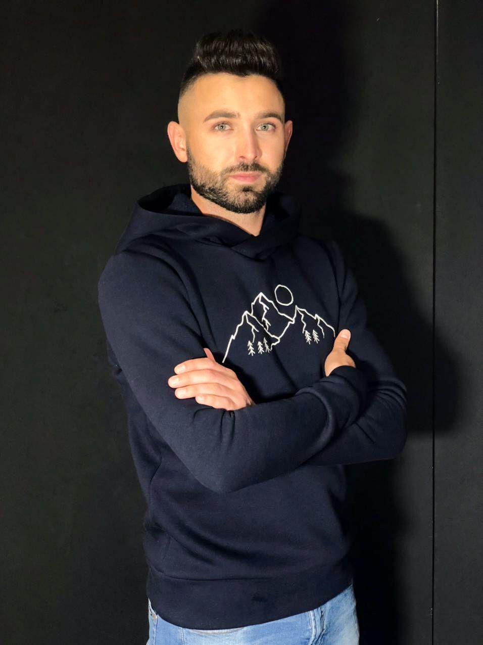 Синий мужской свитер с капюшоном
