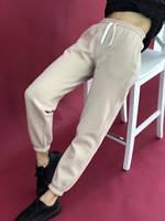 Однотонні теплі спортивні штани на флісі і на манжеті беж