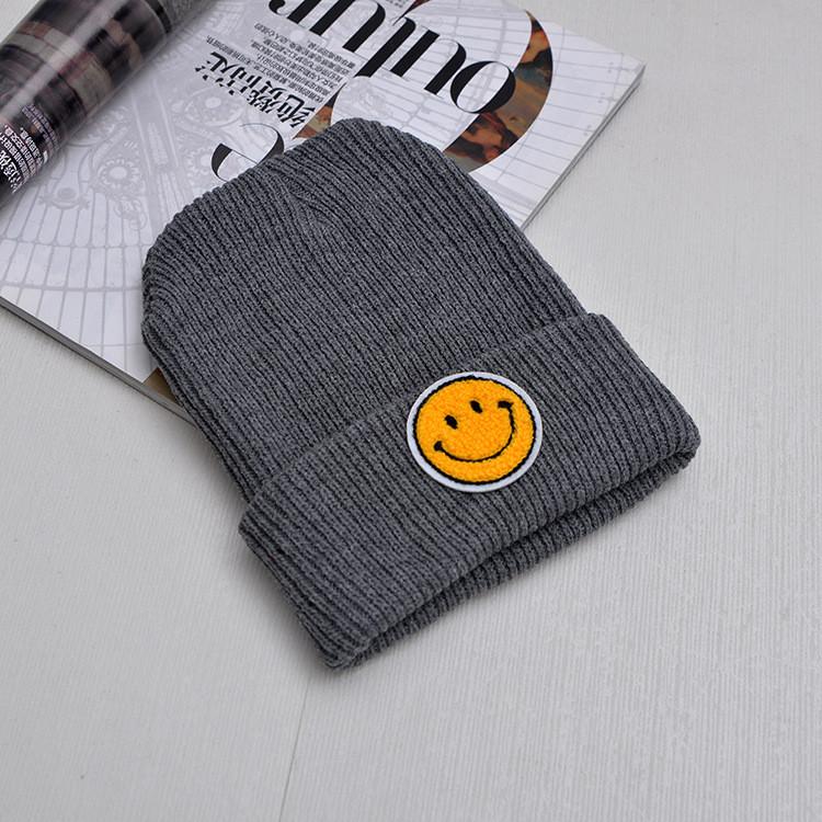 В'язана шапка зі смайликом вязаная шапка