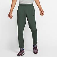 Штаны спортивные мужские Nike Sportswear Tech Pack зеленые