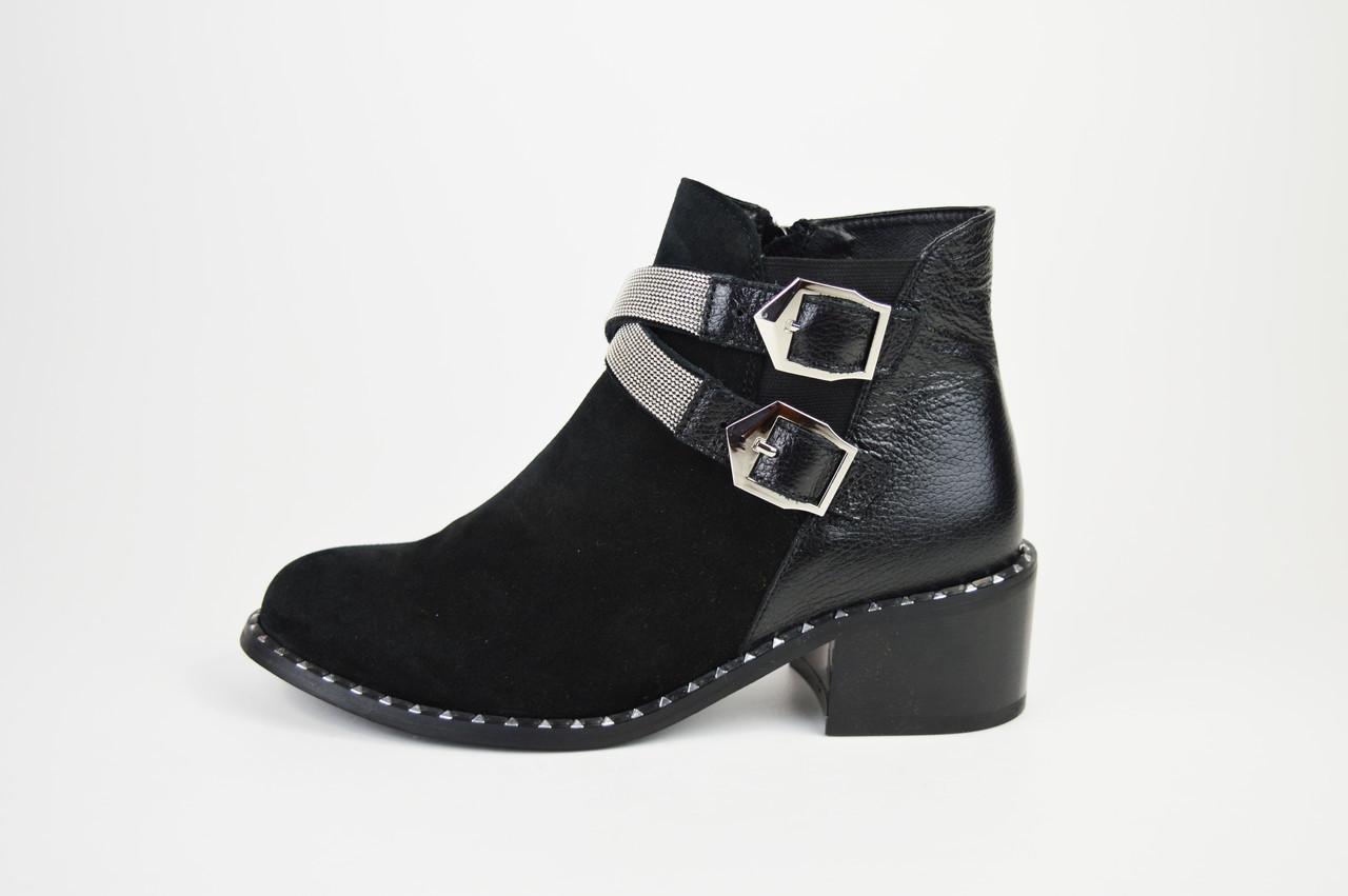Ботинки замшевые с ремешками Kluchini 13081