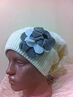 Красивая шапка двойной вязки с украшением с наклоном назад  цвет - молоко