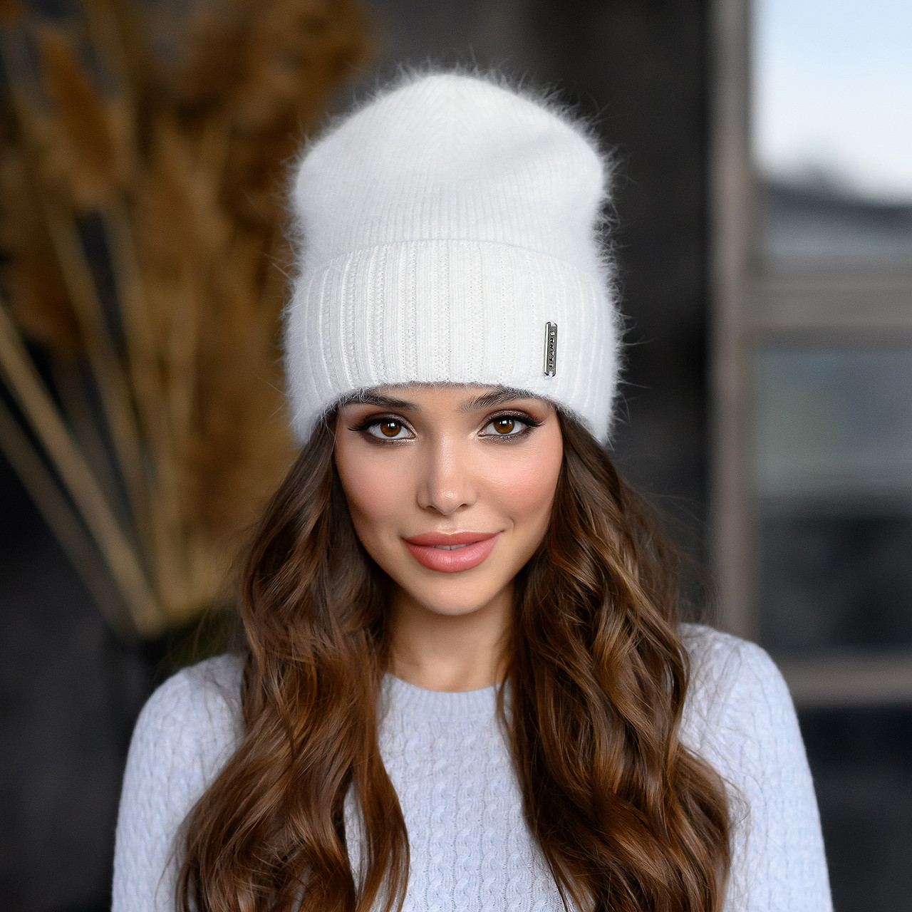 """В'язана шапка """"Шакіра"""" колір білий"""