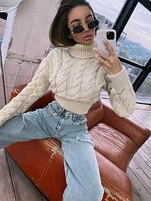 Женский укороченный свитер с высоким горлом и косами беж