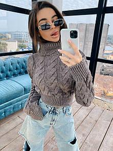 Женский укороченный свитер с высоким горлом и косами коричневый