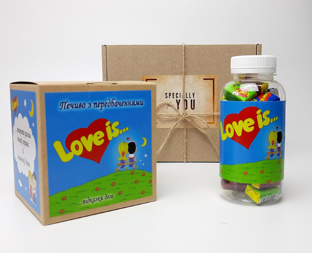 """Набор для влюбленных """"Любовь всерьез"""": жвачки """"Лав из"""" в баночке, упаковка печений с предсказаниями """"Love is"""""""