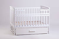 Кроватка детская с маятником белая