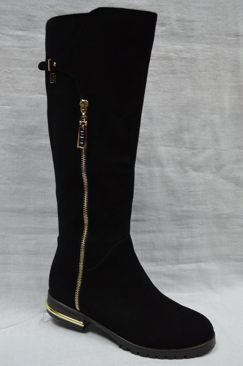 Черные замшевые зимние сапоги Miratini с декоративной молнией на голенище.
