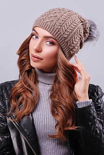 Женская шапка с пышным пампоном цвета кофе