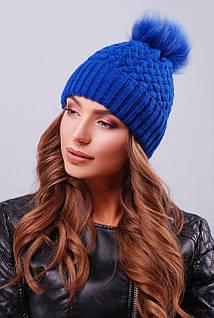 Женская шапка синего цвета с отворотом и пышным пампоном
