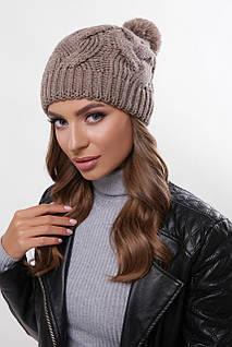 Женская шапка цвета кофе с узорами и бубоном