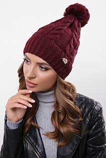 Женская шапка цвета марсала с узорами и бубоном