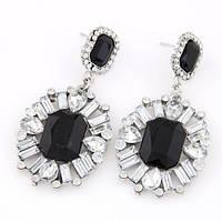 Шикарный дизайн и ослепительный блеск сережки с черно-прозрачными камнями