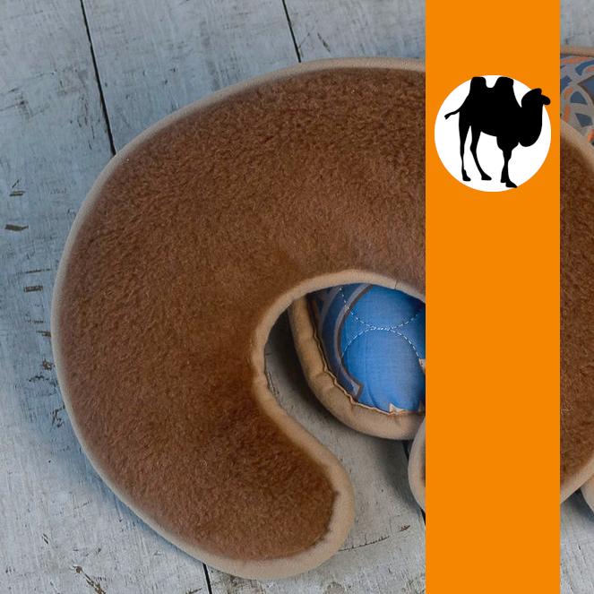 Подушка валик-рогалик з вовни Верблюда Hilzer 25х35 см