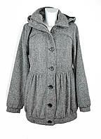 Шерстяное женское короткое серое демисезонное пальто с капюшоном Only.