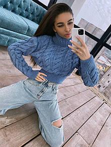 Женский укороченный свитер с высоким горлом и косами голубой