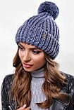 Стильна жіноча зимова шапка з бубоном з підворотом (чорний, р. UNI), фото 7