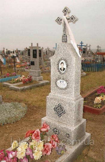 Замовити пам'ятник з мармурової крихти у  Луцьку