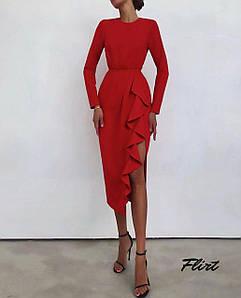 Элегантное силуэтное платье с разрезом и воланами 42-44 р