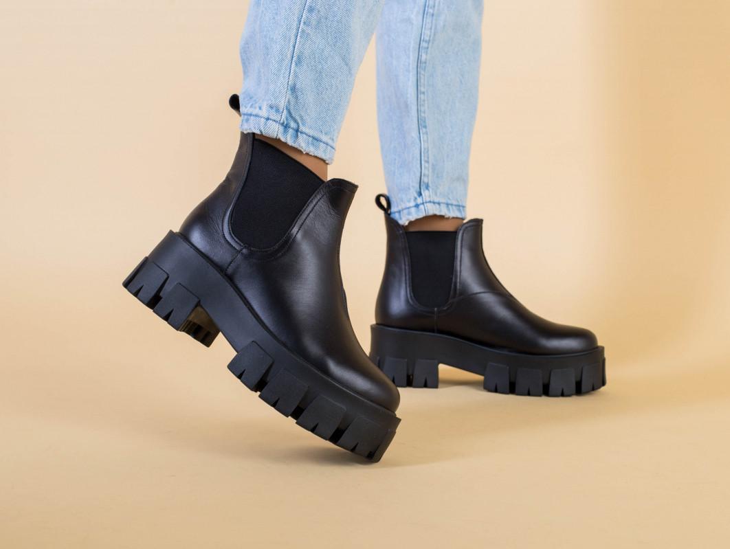 Ботинки женские кожаные черные с резинкой на тракторной подошве