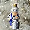 """Формовая стеклянная игрушка, символ года """"Коровушка с бидончиком"""" 10 см"""
